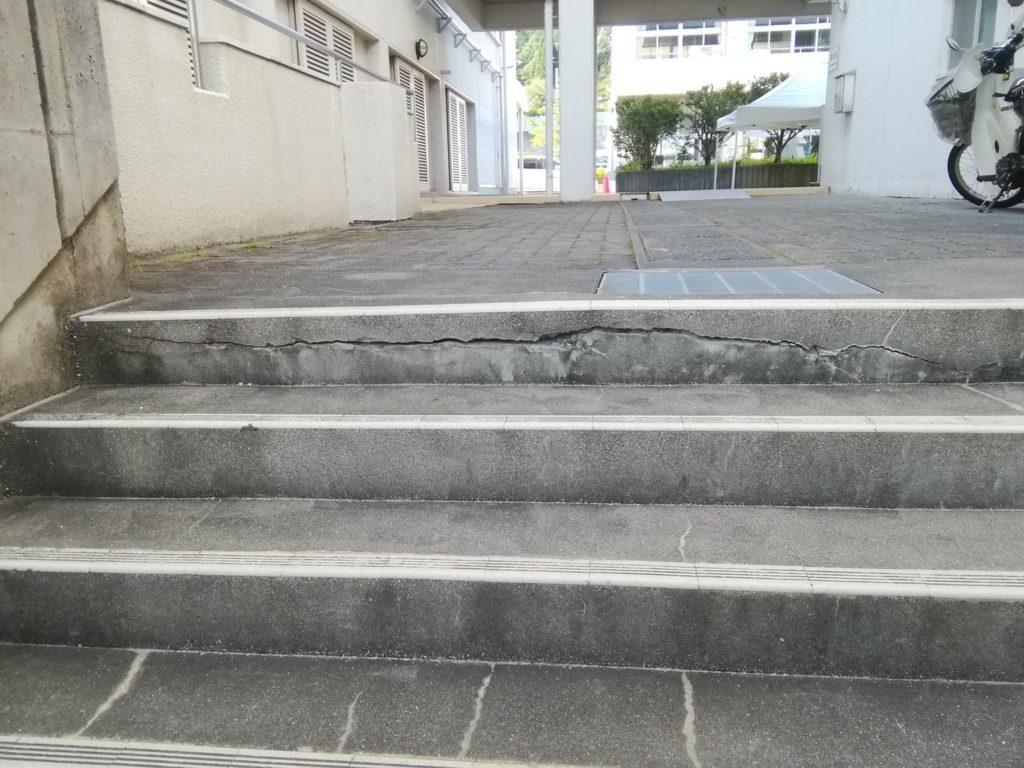 階段タイルとモルタル補修