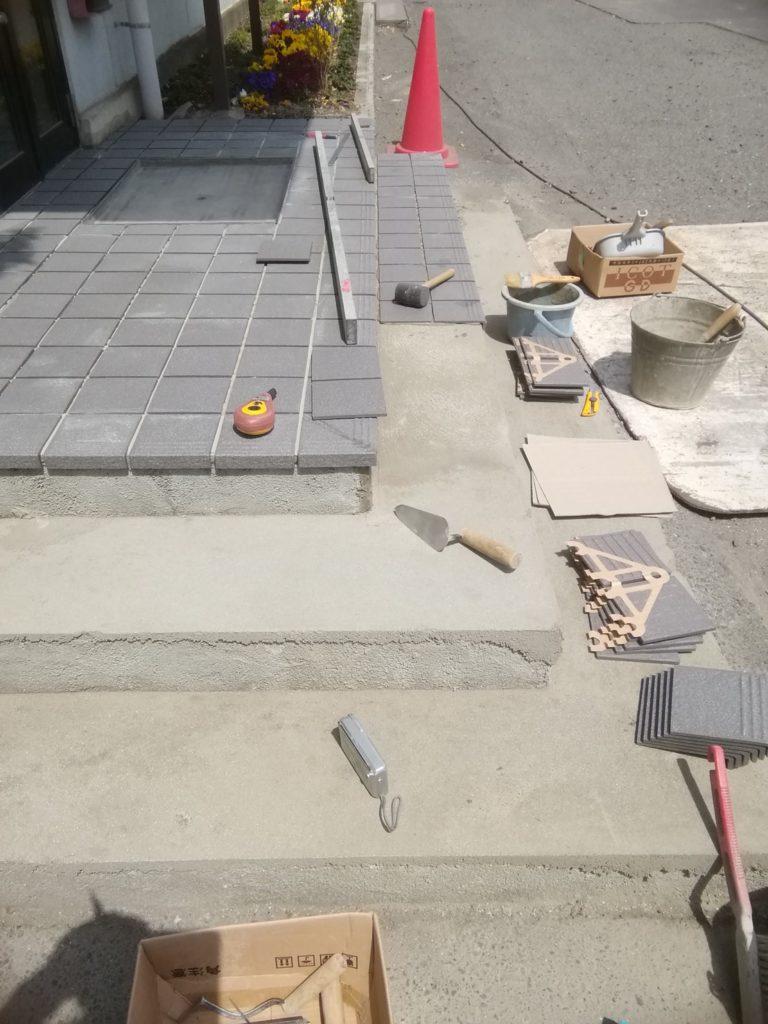 玄関ポーチ・階段タイル工事
