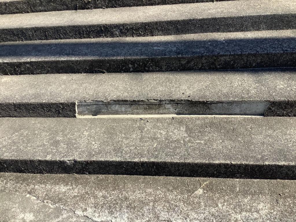 某学校 階段モルタル脱落部分補修